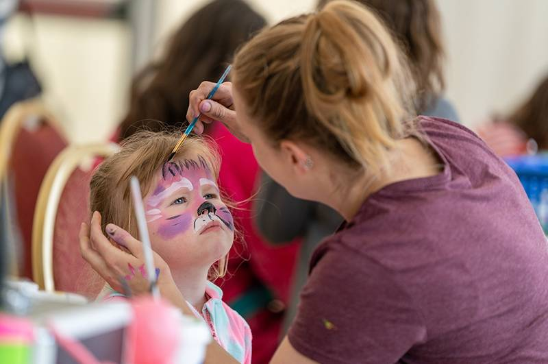https://partykidzproductions.ie/wp-content/uploads/2019/09/Face-Painting-and-Balloon-Party-16.jpg