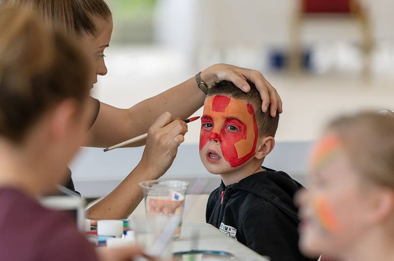 https://partykidzproductions.ie/wp-content/uploads/2019/09/Face-Painting-and-Balloon-Party-3.jpg
