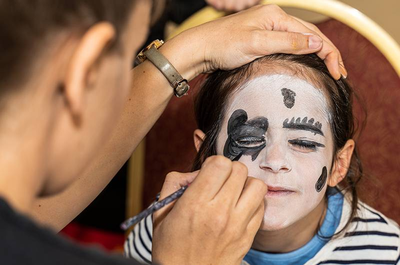 https://partykidzproductions.ie/wp-content/uploads/2019/09/Face-Painting-and-Balloon-Party-6.jpg